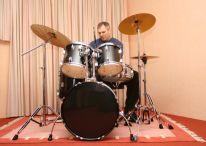 https://www.hearandplay.com/drummer1.jpg