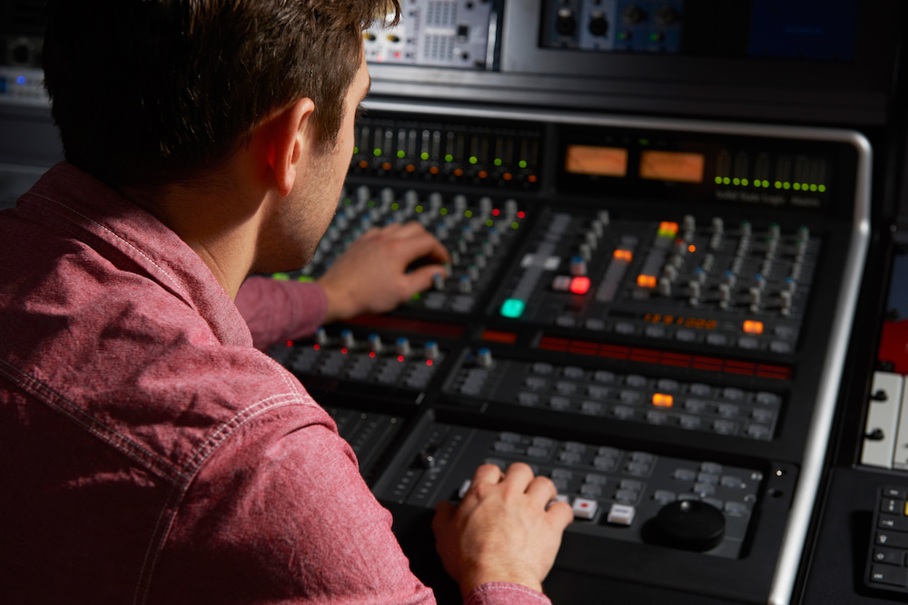 Post image for The Pros And Cons Of The Technological Advancement Of Live Performances
